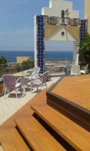 Gradinata Jacuzzi e tavolini del roof garden