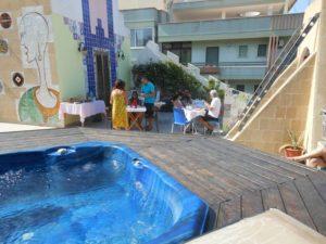 Ospiti in relax sul terrazzo panoramico