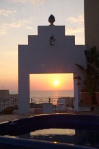 Sole al tramonto visto dal rosone